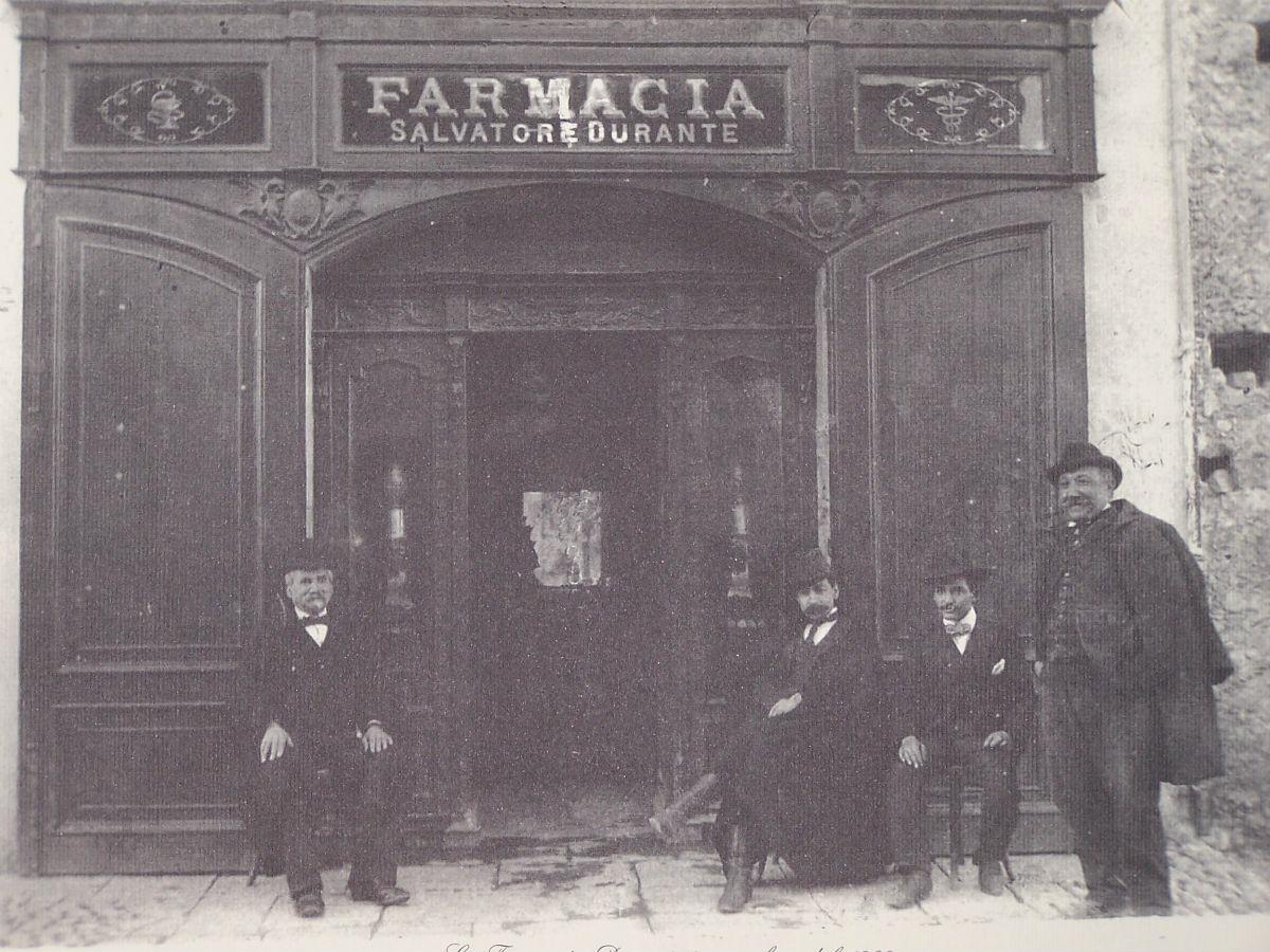 Foto antica farmacia (1902)