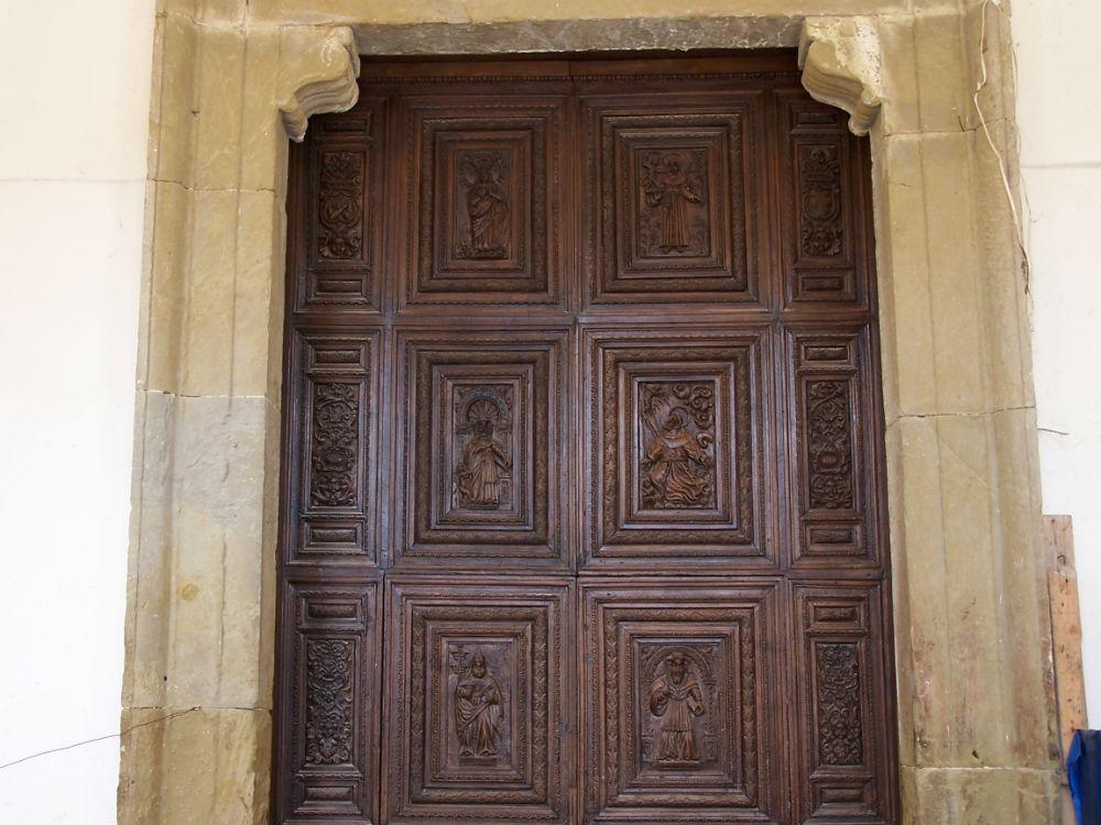 Antico portale con formelle chiesa S. Antonio