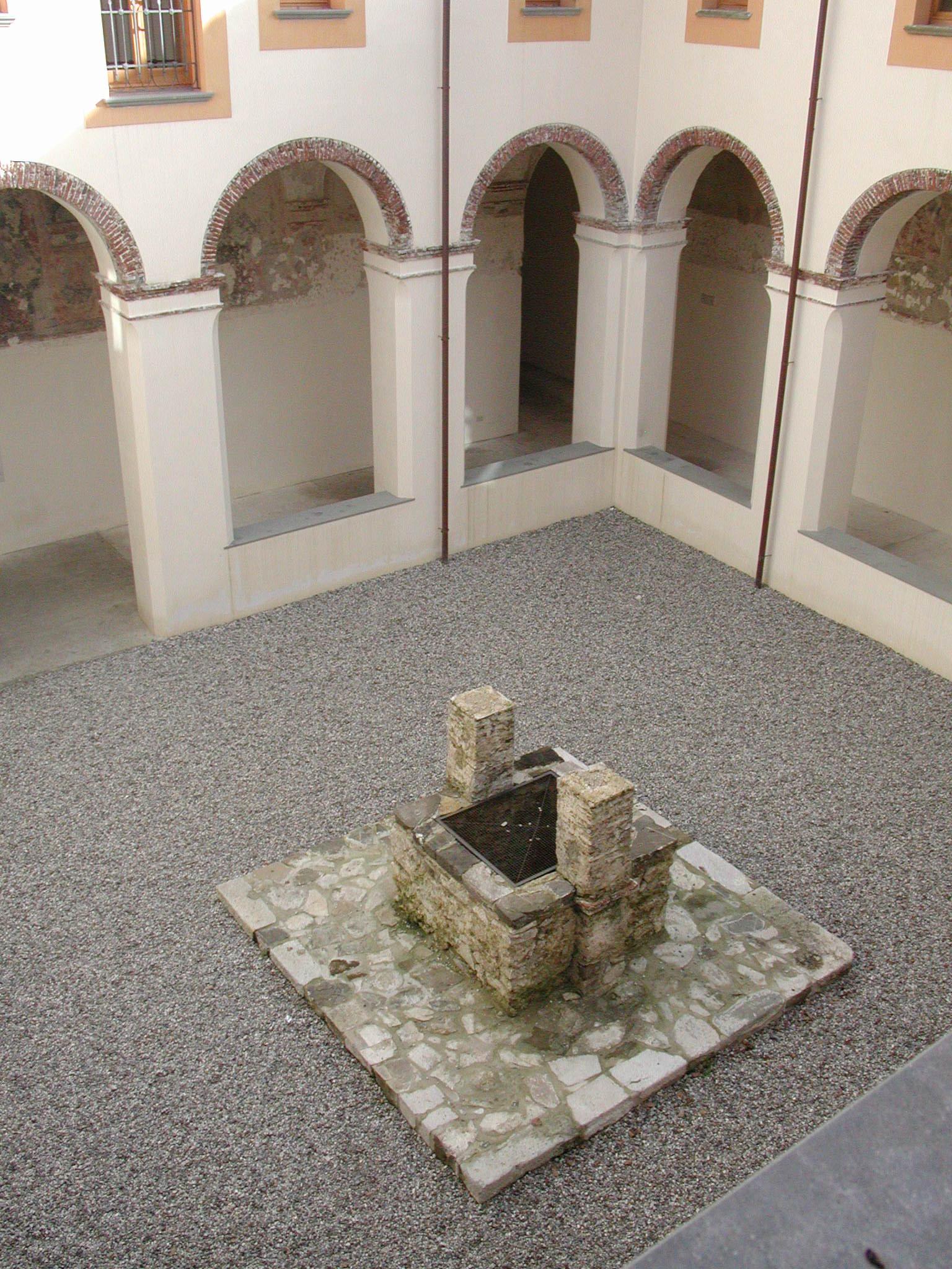 Convento S. Antonio - Chiostro con pozzo