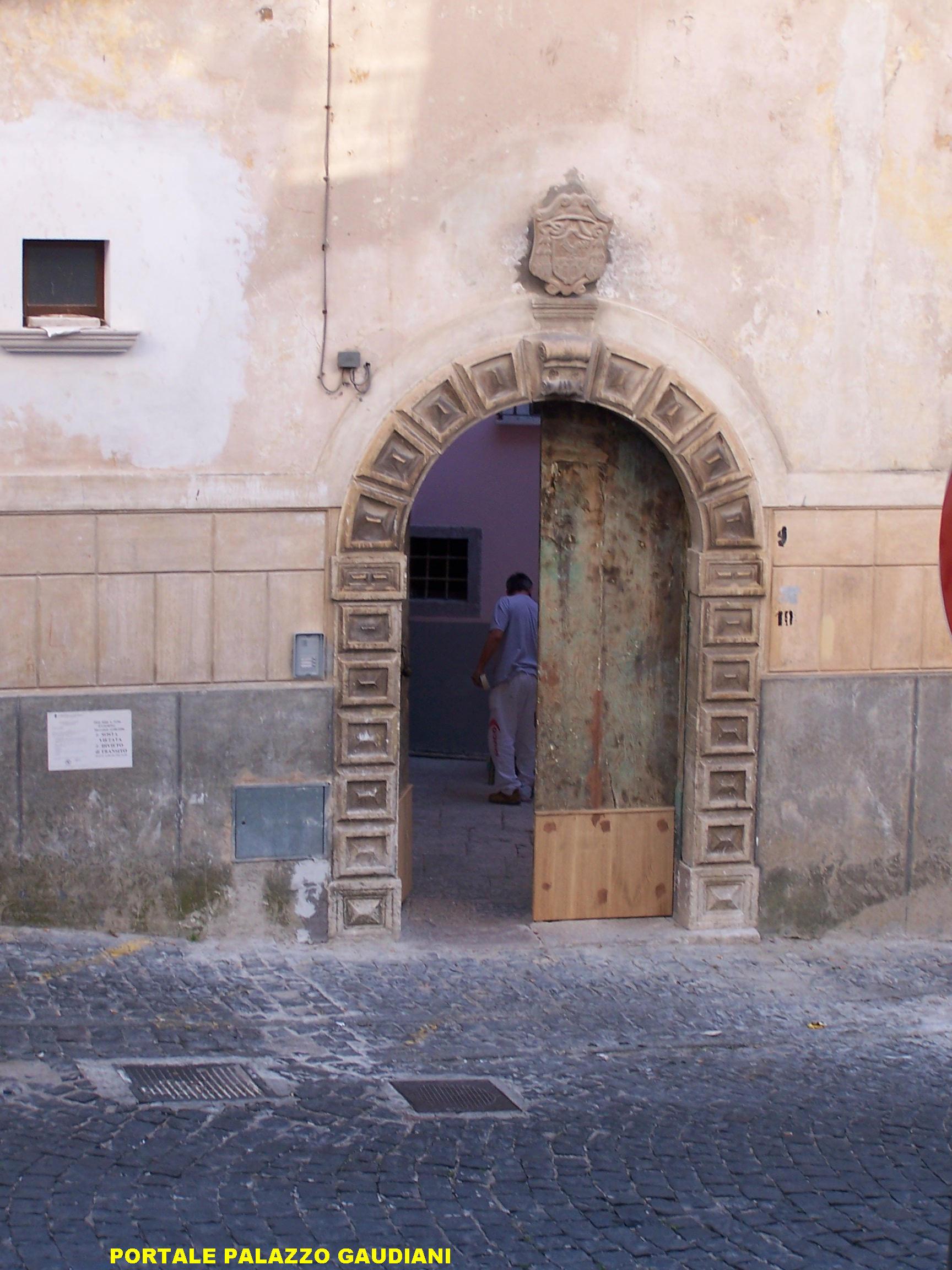 Portale palazzo ex Gaudiani (L.go Mariano Gaudiani)