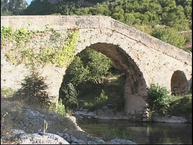 Fiume Calore - Ponte medievale a schiena d'asino